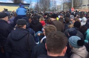 Толпа на толпу: Авиашоу в Смоленске спровоцировало давку