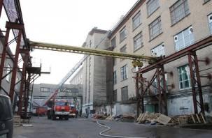 В Смоленске тушили пожар на фабрике «Шарм»