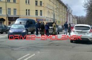В центре Смоленска вспыхнул автомобиль