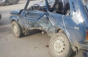 Смолянин на «Ниве» столкнулся с трактором