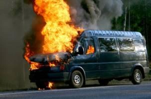 На трассе М-1 в Смоленской области на ходу загорелись автобус и фура
