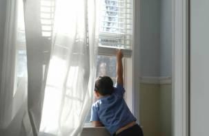 В Смоленске ребенок выпал из окна второго этажа
