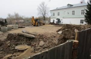 Смоленское духовенство засыпает землей уникальные археологические находки