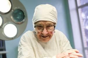 Половина смоленских врачей — пенсионеры