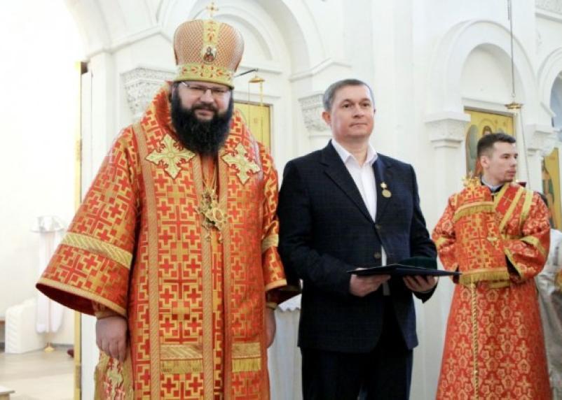 Мэр Смоленска сходил в церковь за орденом
