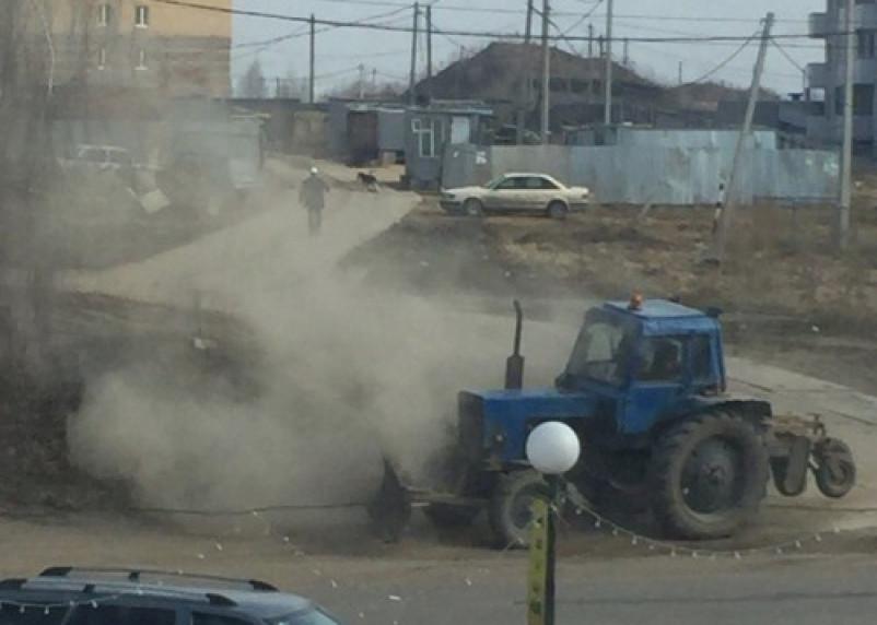 Суровая уборка смоленских дорог от засохшей грязи (фото)