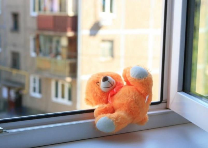 В Смоленской области ребенок погиб, выпав из окна