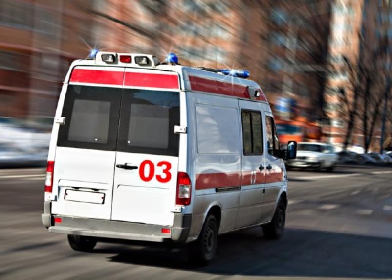 В Вязьма машина без водителя сломала ребра женщине