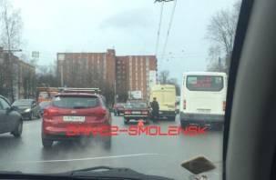 В Смоленске произошло ДТП с инкассаторской машиной