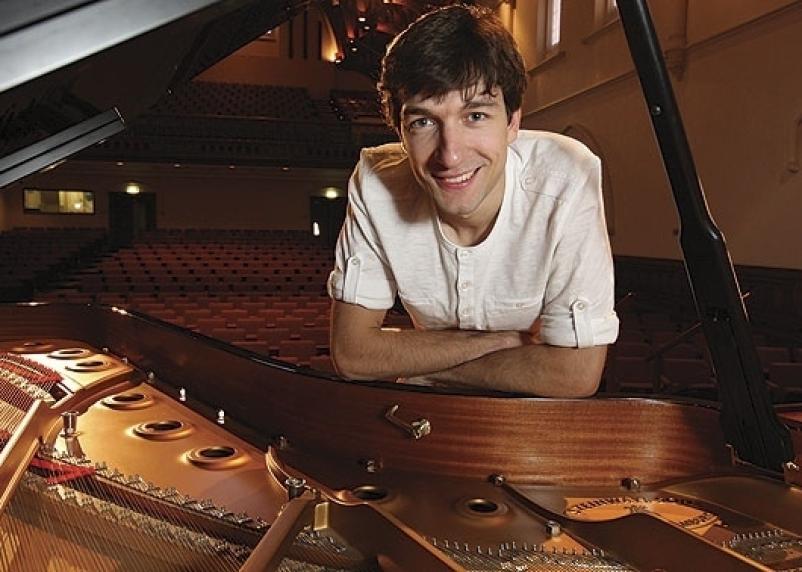 В Смоленске выступит молодой и талантливый пианист
