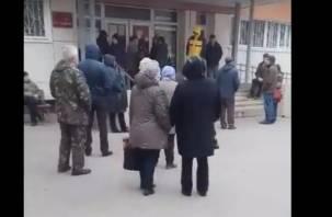 Смолянин снял на видео очередь в поликлинике