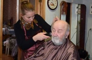 Ко Дню Победы смоленских ветеранов подстригут бесплатно