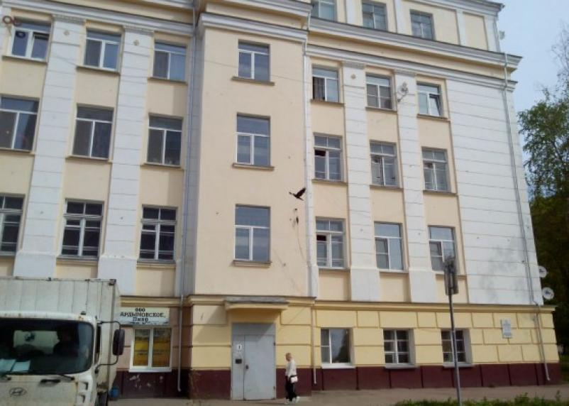 В Смоленске малыш разбился насмерть, выпав из окна