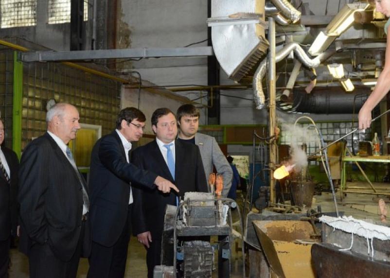 «Под звон бокалов». Первомайский стекольный завод вступил в процедуру банкротства