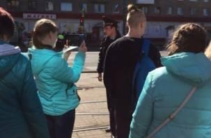 Перед кортежем Медведева дороги Смоленска расчищали не только от машин, но и от людей (видео)
