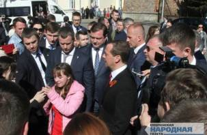 Дмитрий Медведев приезжал «подправить макияж» губернатору Островскому