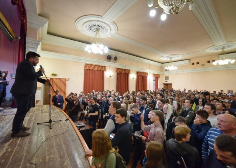 Оппозиционера Навального в Смоленск не пустил Усманов