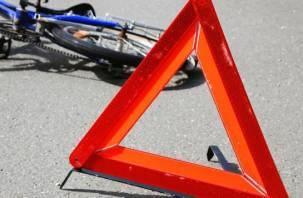 В Смоленске велосипедист протаранил припаркованный автомобиль