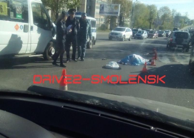 Утром в Смоленске две машины насмерть сбили женщину