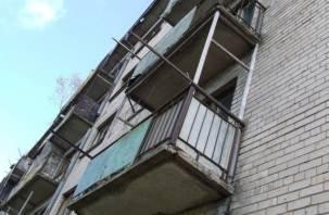 Смолянин сорвался, спускаясь с пятого этажа