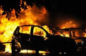 В Смоленске на Киселевке на ходу загорелся автомобиль