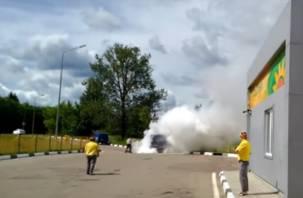 ЧП на автозаправке в Рославле: «УАЗ» «Почты России» загорелся (видео)