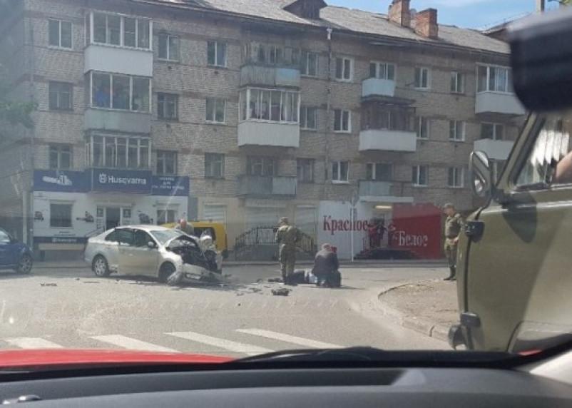 В Смоленске произошло серьезное ДТП. Три человека госпитализированы (фото)