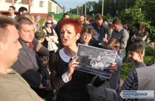 Смоляне продолжают борьбу со строящимся храмом в Соловьиной Роще. Фоторепортаж