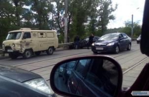 В Смоленске жестко столкнулись иномарка и машина инкассации