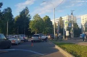ЧП на парковке: смоленский водитель сбил ребенка в коляске