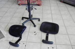 Двое смолян побили неприятеля компьютерным стулом и монтировкой