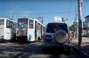 Массовое нарушение ПДД в Смоленске: в Сети появилось видео