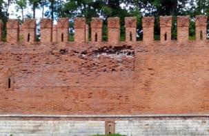 Смоленская крепость разваливается. Чиновники ждут, когда кого-нибудь задавит?
