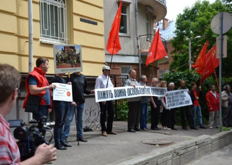 Смоляне устроили протест у диппредставительства Польши
