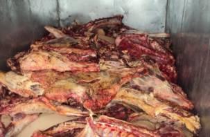 Под Смоленском остановили грузовик, полный мяса «с душком»