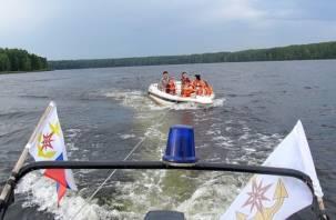 В Десногорске спасали отдыхающих на заглохшем катере