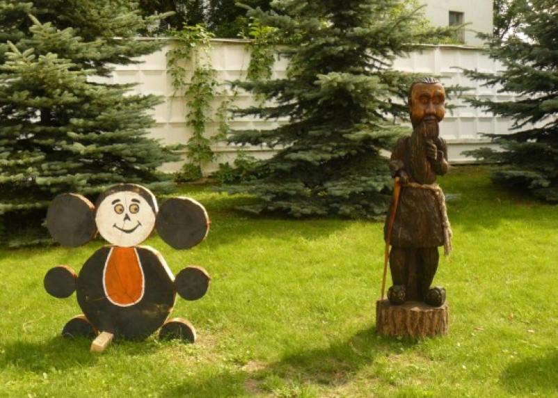 Смоленские осужденные резали по дереву