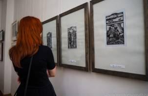 Заслуженный художник России подарил свои работы смоленскому музею