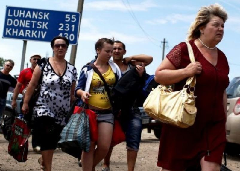 Украинских беженцев вынуждают уходить в теневую экономику и воевать против России