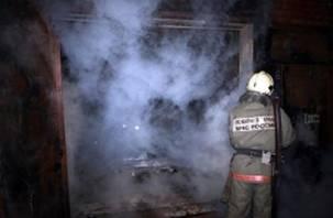 В Смоленской области сгорел гараж с иномаркой внутри