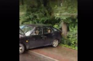 На Большой Советской в Смоленске автомобиль влетел в столб