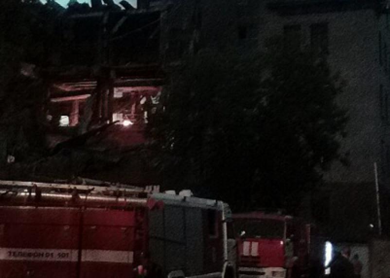 В Сети появилось видео обрушения здания «Шарма»