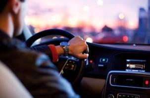 Смолянин с поддельным водительским удостоверением попался полицейским