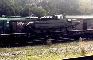 Пользователи Сети активно обсуждают фото военной техники, появившейся в Смоленске