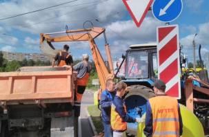 В Смоленске восстанавливают опоры контактной сети трамваев