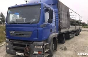 Смоленский дальнобойщик по вине работодателя живет на Сахалине без денег