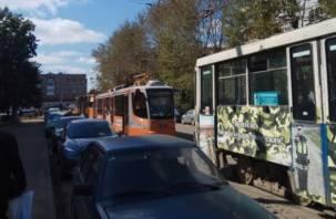 В Смоленске из-за аварии остановились трамваи