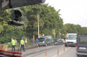 На роковом месте в Смоленске побились несколько машин