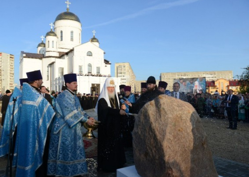 Патриарх Кирилл освятил новый храм в Ярцево Смоленской области