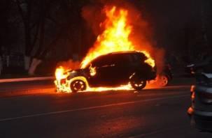 В Ярцеве ночью загорелась иномарка